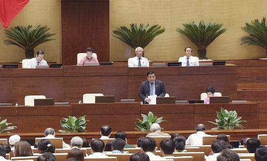 Bộ trưởng Bộ KH&ĐT Nguyễn Chí Dũng trả lời chất vấn trước Quốc hội.