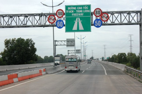 Đã có đường cao tốc từ TP. HCM đi Trung Lương, đang chờ đoạn cao tốc Trung Lương - Cần Thơ.