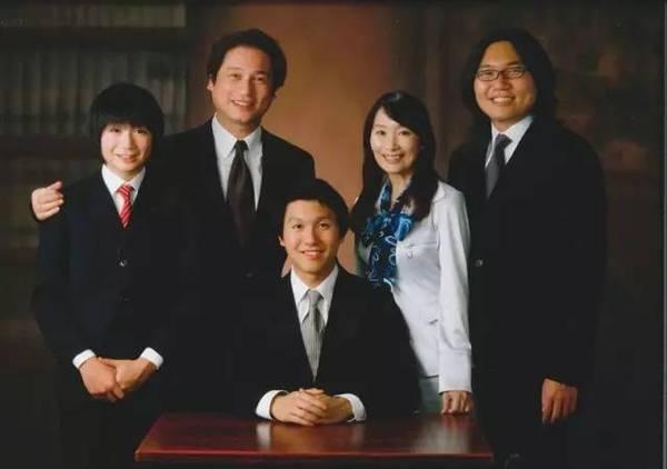 Mỹ Linh cùng chồng và các con trai.