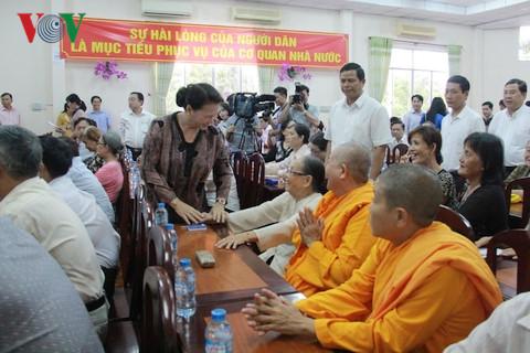 Chủ tịch Quốc hội thăm hỏi cử tri phường Cái Khế.