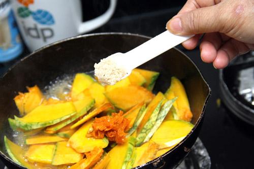 Hãy cân nhắc lượng gia vị bạn thêm vào thực phẩm hằng ngày để có thể bảo vệ thận một cách tốt nhất. (Ảnh minh họa).
