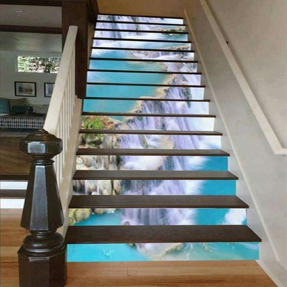 Với cầu thang 3D này, khung cảnh thiên nhiên như vẽ ra trước mặt bạn, tạo dấu ấn đầu tiên khi bước vào căn nhà.