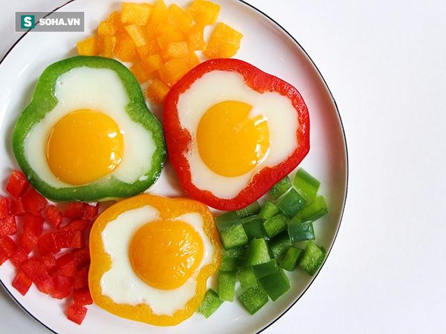 Ăn trứng chưa chín kĩ có thể chứa vi khuẩn salmonella.