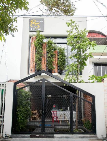 Ngôi nhà ống với thiết kế khác lạ nổi bật giữa con ngõ nhỏ thuộc quận Sơn Trà (thành phố Đà Nẵng).