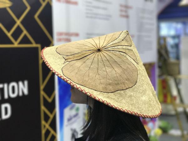 Thời trang xơ mướp gây ấn tượng ở hội chợ quốc tế
