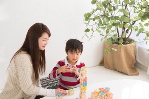 Hãy tạo cho con trẻ một môi trường tự do phát triển trong chính gia đình của mình. (Ảnh minh họa).