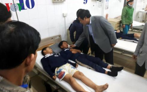 Lãnh đạo tỉnh Lâm Đồng và TP Đà Lạt thăm hỏi, động viên các học sinh.