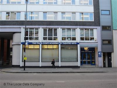 Trường nghệ thuật Italia Conti Academy of Theatre Arts tại trung tâm thành phố London - Anh.