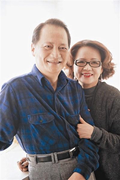 Người vợ hiền luôn sát cánh bên chồng trong suốt 30 năm TS Hoa chữa bệnh.