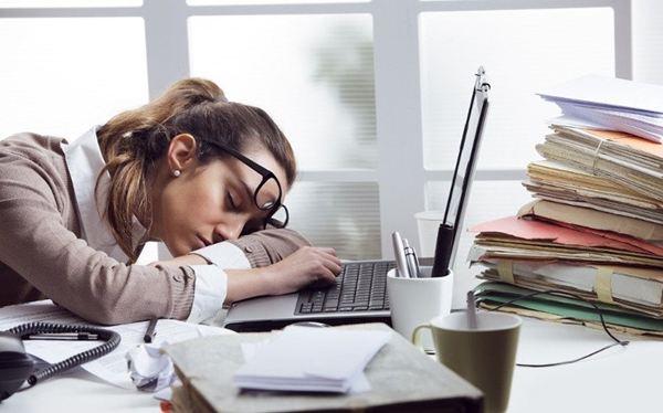 Nếu thường xuyên buồn ngủ, không tỉnh táo vào ban ngày, bạn có thể đang mắc chứng ngủ rũ đấy!