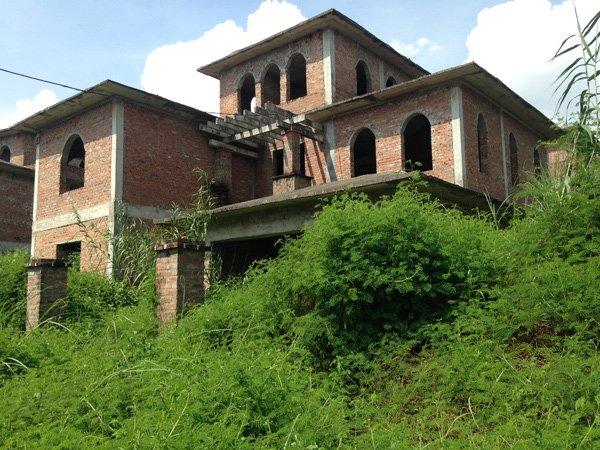 Nhiều biệt thự bỏ hoang vì thiếu hạ tầng