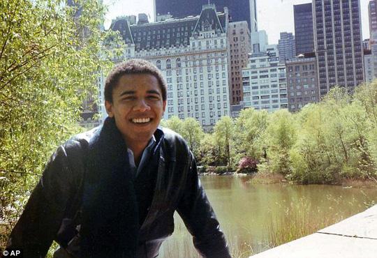 Ông Obama khi còn trẻ. Ảnh: AP