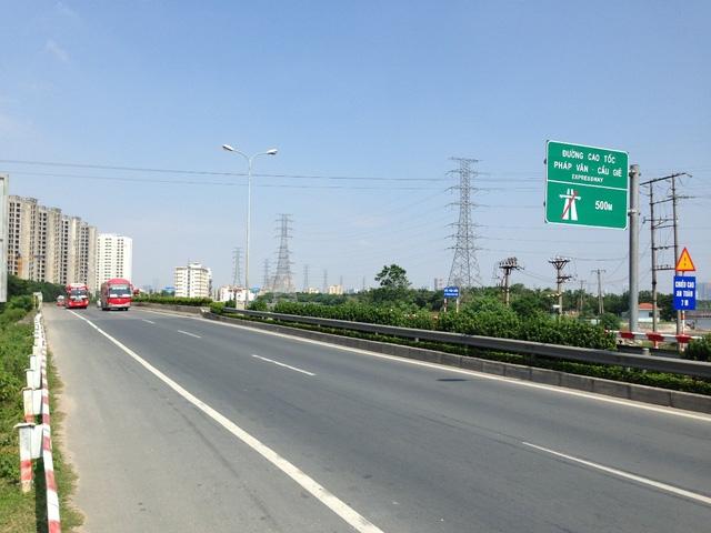 Đường cao tốc Pháp Vân - Cầu Giẽ ngay gần vị trí dự án.