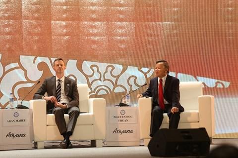 Ông Nguyễn Đức Thuấn (phải) tham gia buổi thảo luận về tăng trưởng kinh tế lành mạnh. Nguồn: APEC
