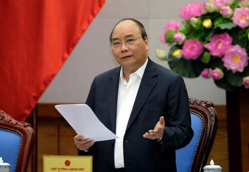 Thủ tướng nêu một số tồn tại, bất cập và đề nghị các thành viên Chính phủ góp ý kiến một cách thẳng thắn nhất. Ảnh: VGP/Quang Hiếu