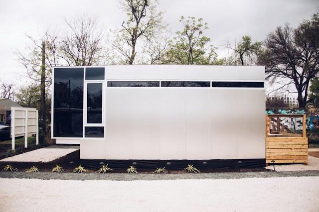 Ngôi nhà nhỏ được thiết kế đơn giản với vẻ bề ngoài không khác một chiếc hộp.