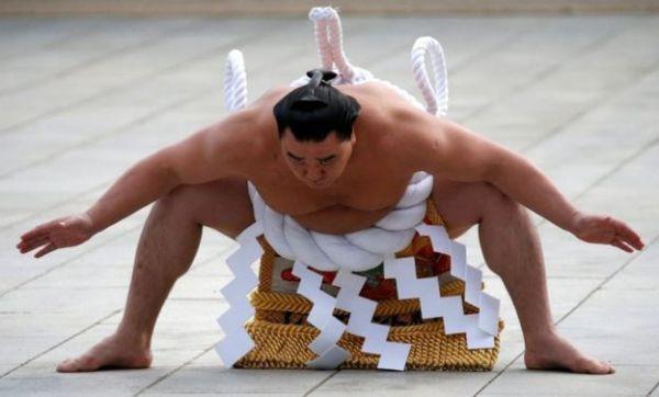 Một võ sĩ sumo tại Nhật Bản.