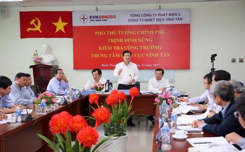 Phó Thủ tướng làm việc với lãnh đạo các nhà máy nhiệt điện tại Vĩnh Tân. Ảnh: VGP/Xuân Tuyến