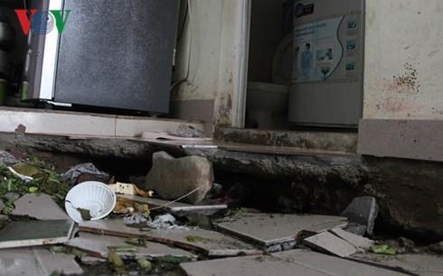 Nền nhà bị lún sụt khoảng 40-50 cm.