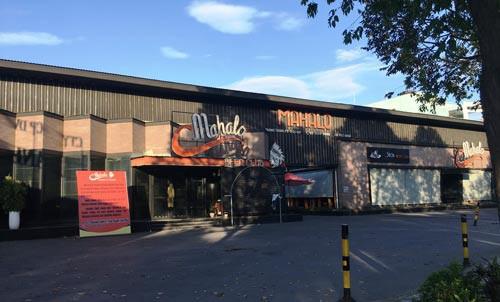 Nhà hàng bia tươi Mahalo còn nâng cấp và sửa chữa bất chấp bị phản ánh sử dụng đất công sai mục đích Ảnh: SỸ HƯNG.