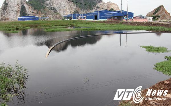 Mỗi khi mưa lớn, nước trong hồ này dâng cao chảy tràn ra sông Thải rồi chảy vào các kênh mương phục vụ việc sản xuất và sinh hoạt của người dân.