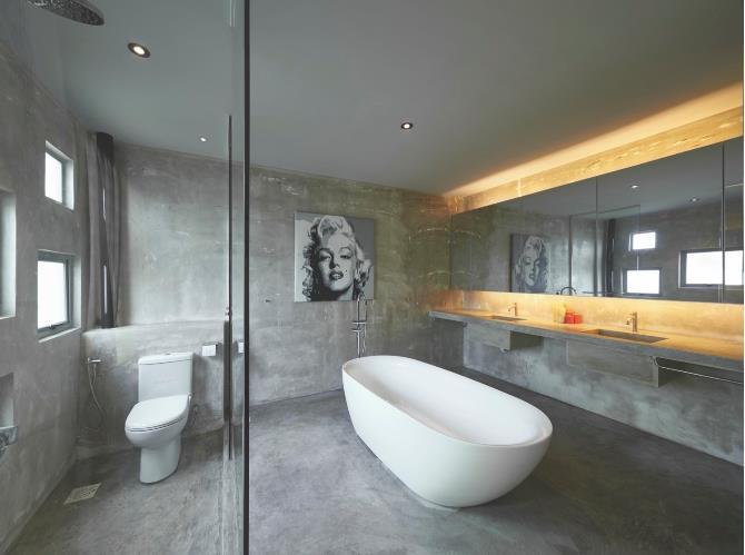 Toàn bộ sàn và tường nhà được láng bằng xi măng tạo nét mộc mạc, thân thiện cho phòng tắm.