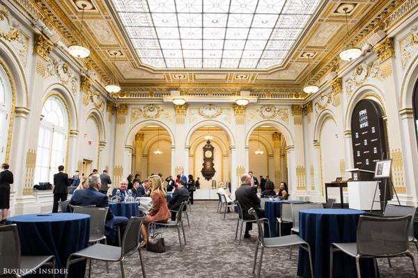 Được mở cửa từ năm 1903, phòng Hội Nghị được thiết kế bởi kiến trúc sư George B. Post và đã được các lãnh đạo của NYSE sử dụng để làm nơi họp hành, tổ chức sự kiện từ đó đến nay.
