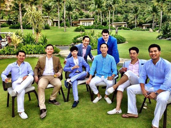 Anh cũng có mối quan hệ thân mật với các anh em trong gia đình nhà Louis Nguyễn.