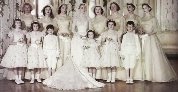 Bà hoàng Grace và đội phù dâuGrace Kelly và các phù dâu.