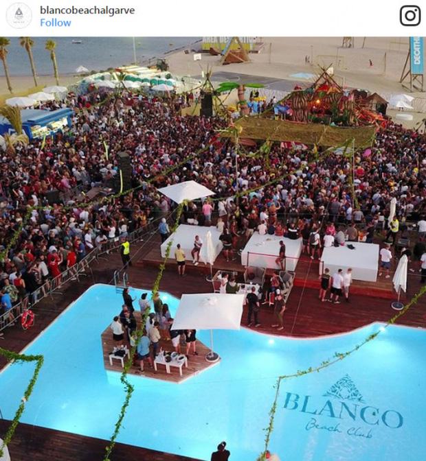 Quang cảnh một một bữa tiệc đông nghịt người ở Blanco.