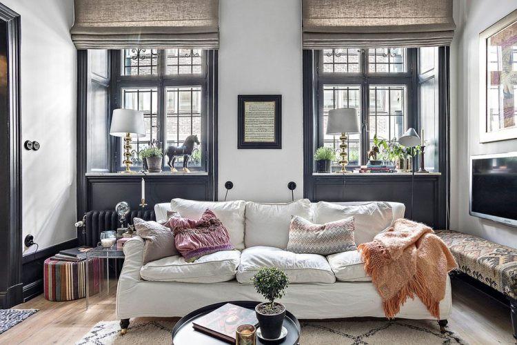 Chính những sắc trắng từ tường, ghế sofa giúp làm bật lên các đồ vật trang trí màu đen và ngược lại.