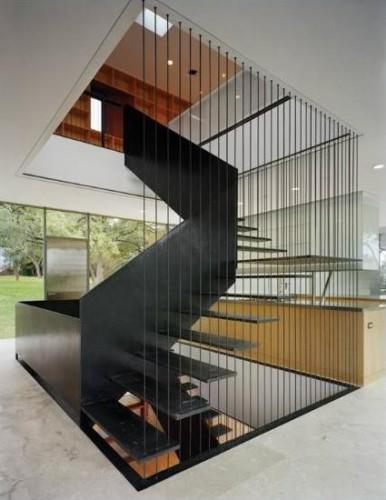 Sử dụng cầu thang dây cáp mang đến cho ngôi nhà không gian kiến trúc hiện đại, xóa đi các quan niệm về kết cấu bê tông cứng nhắc.