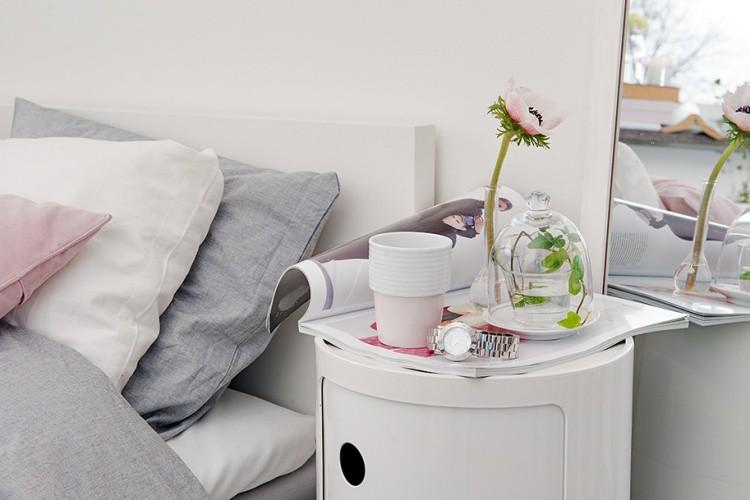 Nội thất xám trắng kết hợp hài hòa càng tạo không gian êm đềm và tĩnh lặng cho góc nghỉ ngơi.