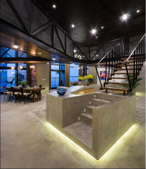 Nhờ kiểu thiết kế liền mạnh tạo thành một vòng tròn quanh khu vực cầu thang dẫn lên tầng 2 nên mọi không gian tầng 1 đều được thông thiên vô cùng thuận tiện cho người sử dụng.