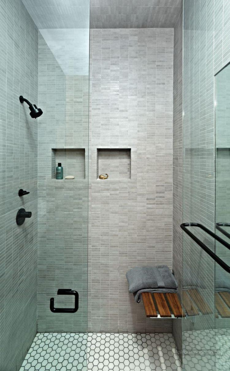 Phòng tắm nhỏ nhưng được thiết kế khá tiện dụng.