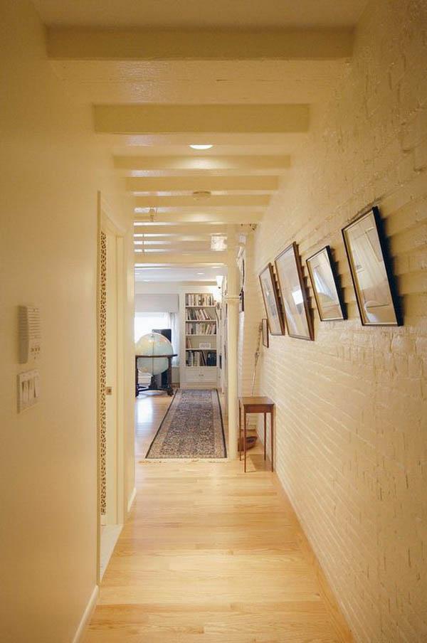 Những bức tường gạch tại hành lang bạn có thể biến tấu với nhiều kiểu dáng khách nhau. Bạn hoàn toàn có thể sử dụng sơn cao cấp với nhiều màu sắc để mang đến sự tươi mới cho ngôi nhà.