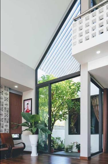 Không gian xanh được anh Hùng chú trọng trong từng ngõ ngách ngôi nhà.