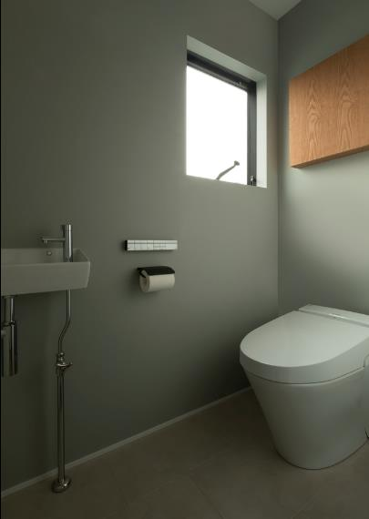 Khu vệ sinh rộng thoáng và sạch sẽ.