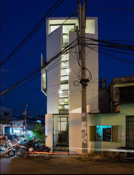 Ngôi nhà bừng sáng tuyệt đẹp với ánh điện về đêm.