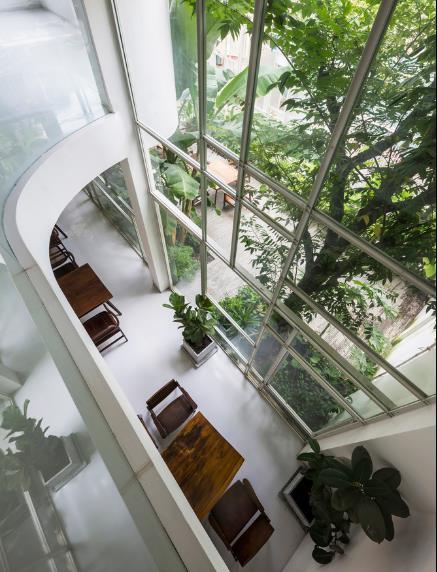 Một góc tầng 1 nhìn từ trên cao.