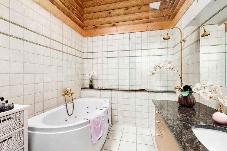 Có đầy đủ vòi hoa sen, bồn tắm sang trọng.