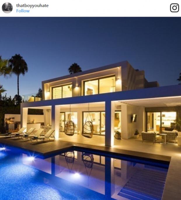 Một góc resort mà White đầu tư bên bờ biển Algarve
