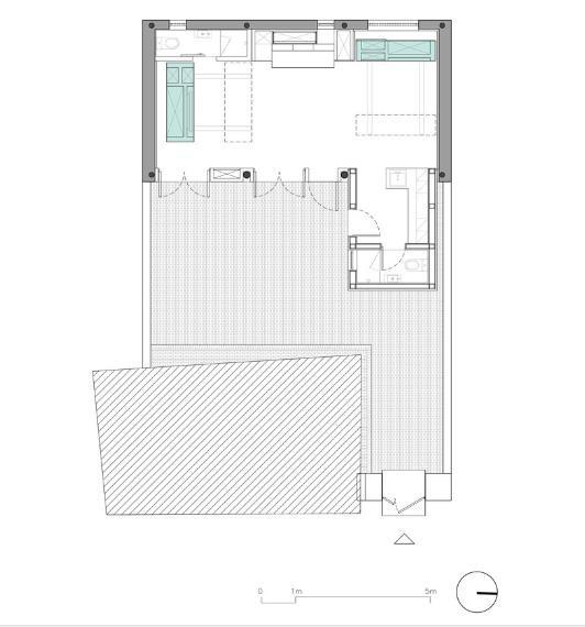 Khi những phòng ngủ được thu hẹp thì cả ngôi nhà là một không gian mở rộng rãi vô cùng.