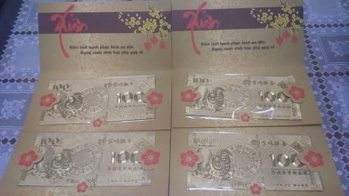 Tiền loại 100 đô la của Macao mặc dù không có giá trị lưu thông nhưng vẫn hút người mua.