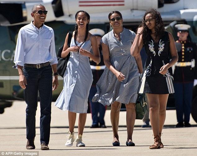 Vợ chồng Tổng thống Obama sẽ có kỳ nghỉ tại California trước khi dọn về nhà mới tại Palm Springs vào thứ Sáu cùng 2 con gái Sasha và Malia. (Ảnh: Daily Mail)