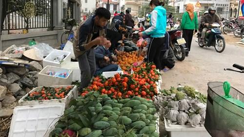 Giá hoa, hoa quả đều giảm.