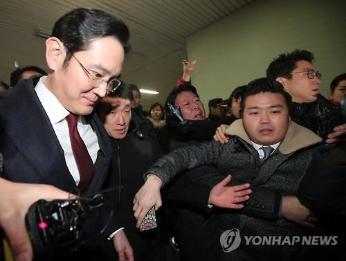 Người thừa kế tập đoàn Samsung thường tránh tiếp xúc với báo giới. Ảnh: Yonhap.