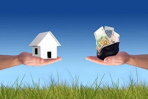 Hãy tranh thủ mọi sự trợ giúp từ bạn bè, người thân để giảm gánh nặng về tiền bạc.