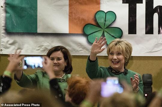 Trong thời gian tới, bà Clinton tiếp tục có nhiều bài phát biểu trước công chúng. Ảnh: AP