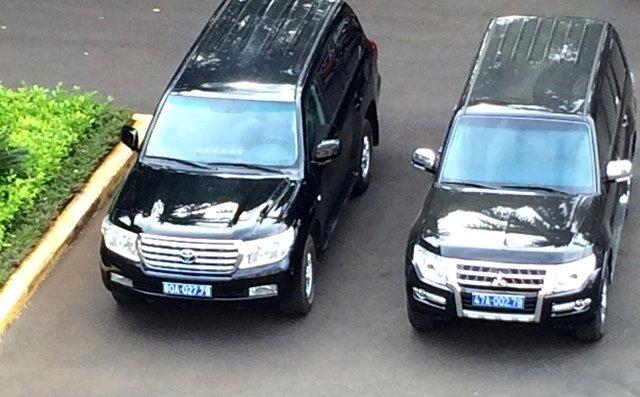 Xe Land Cruiser V8 BKS 80A-027.79 (trái)